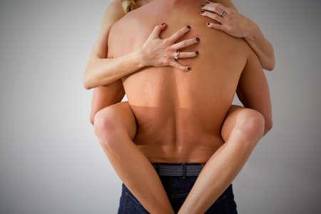 sexuales: El hombre y la mujer que tiene sexo duro contra la pared Foto de archivo