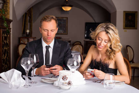 ignorant: Couple texting during their date Stock Photo