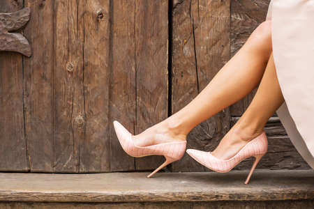 modelos desnudas: zapatos de tac�n alto desnudos