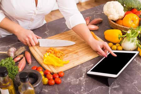 Kobieta po receptury w tabletce Zdjęcie Seryjne