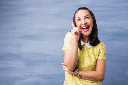 cabeza femenina: Mujer con idea brillante