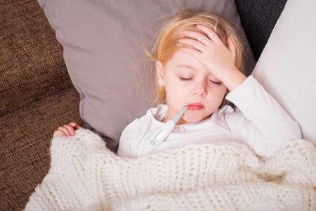grippe: Little child having fewer