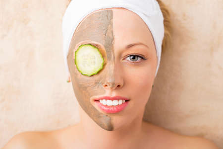 beauty eyes: Woman taking care of her face in spa treatments