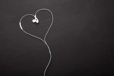 심장 모양의 헤드폰
