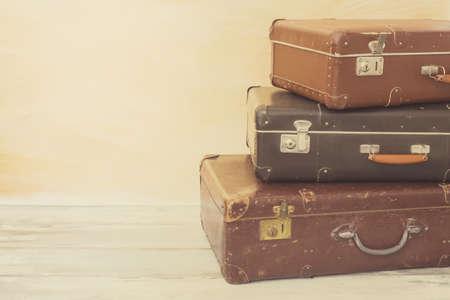 voyage vintage: valises de taille différente pour voyager