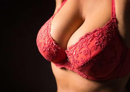 tetas: Grandes pechos