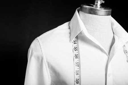 Shirt on maneken with white measurement tape 스톡 콘텐츠
