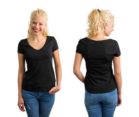 Vrouw in zwart T-shirt met V-hals