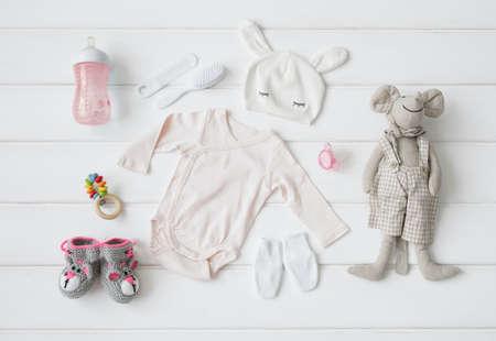 teteros: Conjunto de ropa y artículos para un bebé