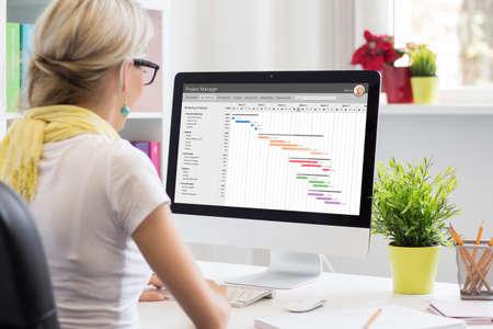 Woman using Gantt chart for project management Standard-Bild