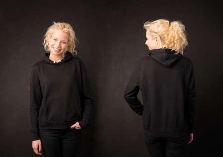 Vrouw in zwarte hoodie van voor en achter