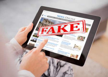 Nouvelles fausses Banque d'images - 83225873