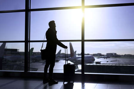 Businessman standing in airport Imagens