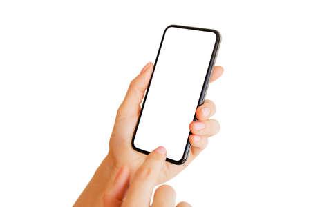 Personne à l'aide de téléphone avec écran blanc vide. Maquette d'application mobile.