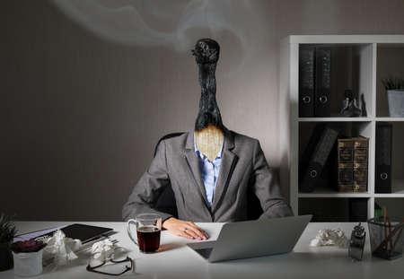 Photo conceptuelle illustrant le syndrome d'épuisement professionnel au travail Banque d'images