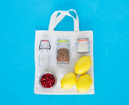Cotton bag and glass kit for zero waste shopping. Zero waste concept. Banco de Imagens