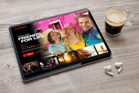 TV series and streaming movies app opened on tablet 免版税图像