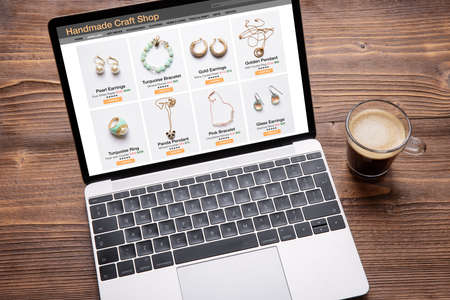 Online shop website for handmade jewelry viewed on laptop computer 免版税图像