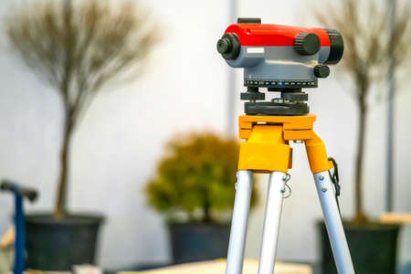 Geodetic device. Landscape work. Theodolite. Tree planting. Landscaping areas. Measurements. Tools for topography. Foto de archivo