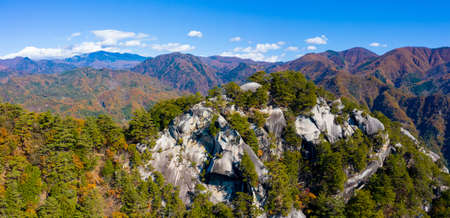 Panorama of Japan from a height. Park, a gorge in Japan. Japanese mountain landscape. Mountains and coniferous trees on the rocks. Nature Of Japan. Standard-Bild