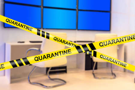 Dispatch is quarantined. Concept - work suspended due to quarantine. An empty room with many screens. Concept - closing the exchange in connection with quarantine. Switch to telecommuting. 스톡 콘텐츠