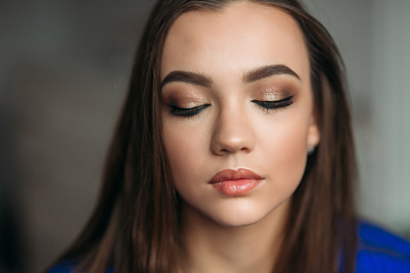 Model closed her eyes to show her makeup Imagens