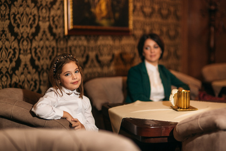 Mom and daughter spend time in restaurant Archivio Fotografico