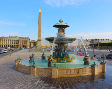 Louxor obelisk at Place de la Concorde in Paris with view on the fountain Imagens - 107579489