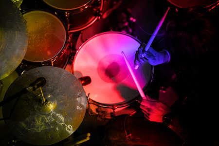 Drummer in de actie. Rock concert.