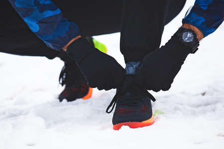 Young fit couple is exrcise on the snow.  Stockfoto