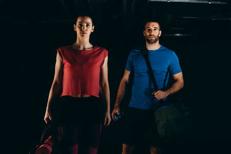 Couple is ready for fitness training in the garage. Stockfoto - 132915980