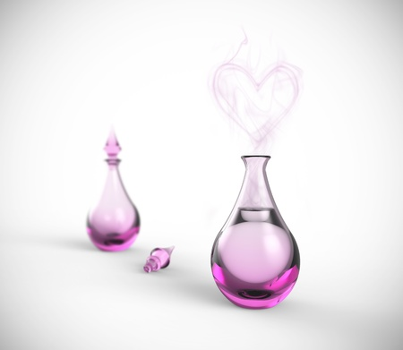 elixir: Un perfume o poción de amor con un aroma en forma de corazón. Femenino botella de vidrio de color púrpura o rosa con líquido seductora sobre un fondo blanco. Foto de archivo