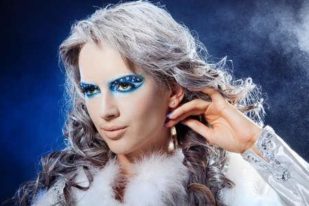 maquillaje de fantasia: Retrato de maquillaje de fantasía de la chica hermosa