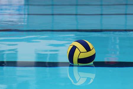 water polo: Pelota en el agua