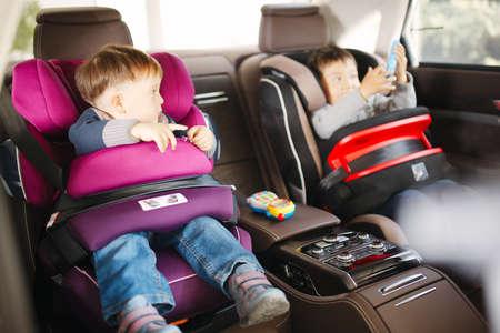 asiento coche: Asiento de coche de bebé de lujo en la seguridad de niños felices