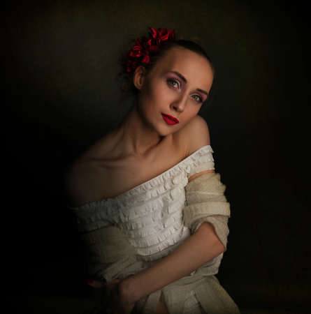 middeleeuwse jurk: Retro foto van de jonge vrouw in middeleeuwse kledij Stockfoto