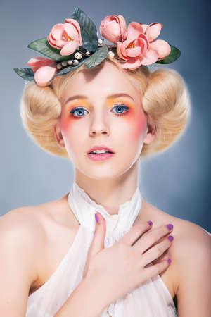 Luxuus blonde hairstyle model Stock Photo - 11927937