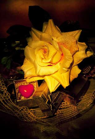 suspenso: La vida sigue Antiguo - flores y el símbolo del corazón rojo. Patrón Foto de archivo