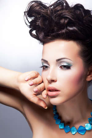 beauty salon face: Stare  Beautiful sensual woman gazing  Fashion style  Bright posh coiffure and make-up