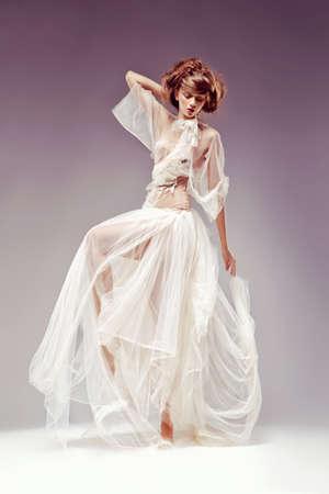 pose sensual: Beautiful elegant woman in white vintage dress - retro victorian style, renaissance