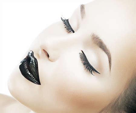 美しさのモデルの若者のファッションの女性 - オフに健康な皮膚、新鮮な理想的な顔