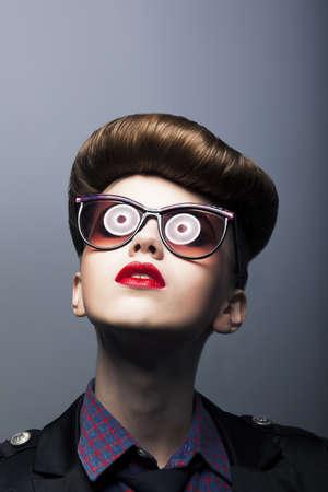 ridicolo: Funcy donna che indossa occhiali da sole Ridicolo Comic - Joke
