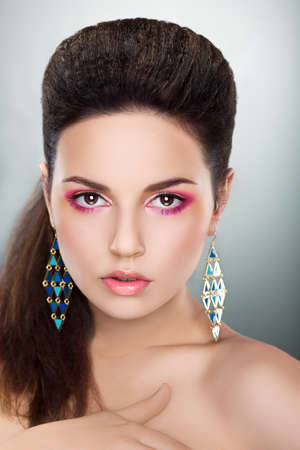 Beauty Fashion Girl Looking - Bright Make-up, Fresh Young Face Stock Photo - 16695445