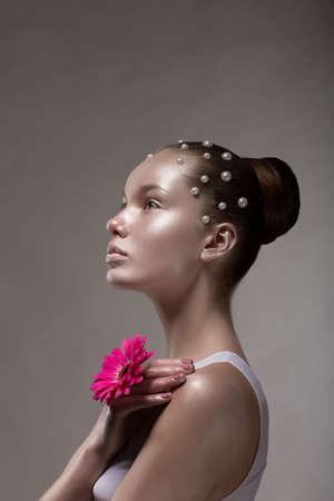visage femme profil: Bronze Profil Body Art de la femme bronzée Brown Banque d'images