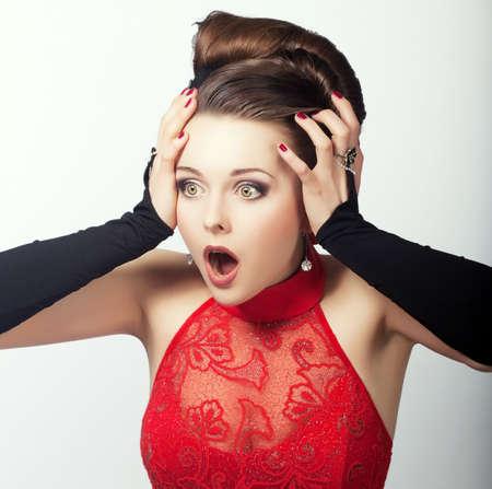 astonishment: Expresi�n. Rostro de Mujer Speechless dado una sacudida el�ctrica. Asombro Foto de archivo