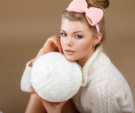 tricot: Pure Beauty. Woman in White Fluffy Knitted Pullover with Hank of Thread