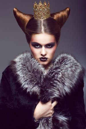 arroganza: Nobilt� principessa d'onore con Golden Crown Creative Concept
