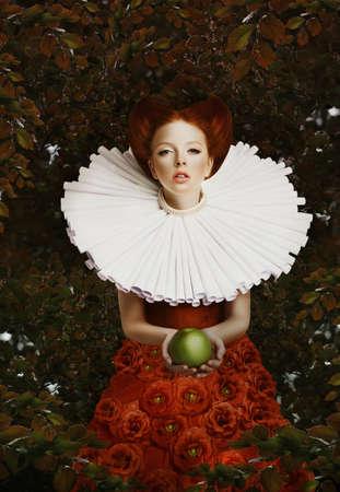 ヴィンテージ。青リンゴとレトロなジャボの様式化された赤髪の女性 写真素材 - 20838487