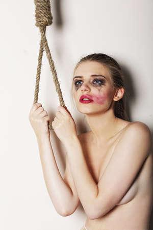 sacrificio: Sacrificio. Desesperaci�n Mujer tonto en Sorrow quiere suicidarse. Suicidio