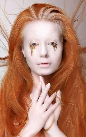 Masquerade. Redhead Vrouw met futuristische Make-up. Fantasie